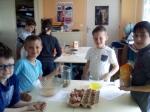 gâteau avec Kyle, Jesson, Arthur et Evan.jpg
