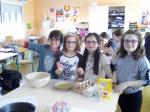 gâteau avec Charlotte, Louann, Sarah et Eve.jpg